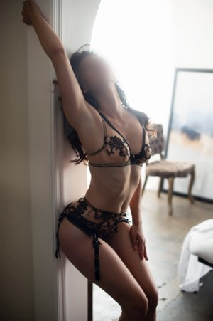 Opale escorts service in Barberton Ohio and sex party