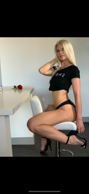 Nesma independent escort in DeBary Florida